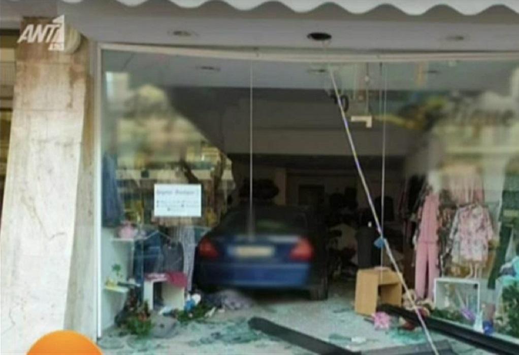 Click Away: Αυτοκίνητο μπούκαρε σε κατάστημα