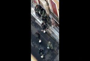 Μαυροειδάκος για τον αστυνομικό με την ανθοδέσμη: Δεν είναι εικόνα αυτή