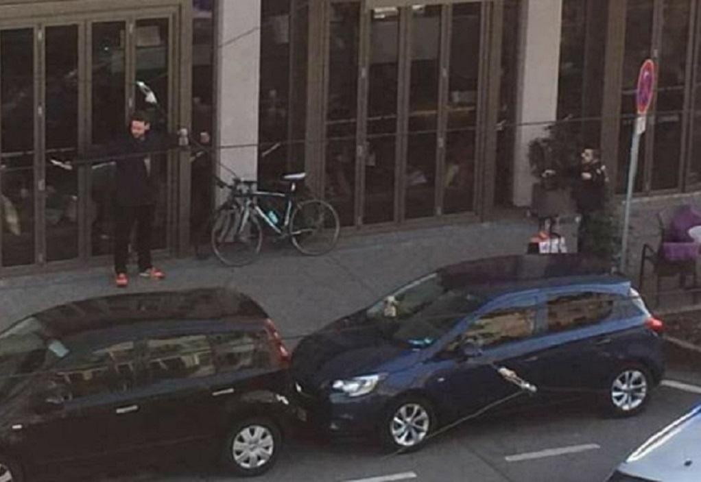 Αυτοκίνητο έπεσε πάνω σε πεζούς – Πληροφορίες για δύο νεκρούς (VIDEO)