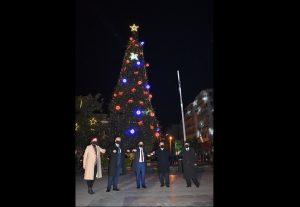 Φωταγωγήθηκε το Χριστουγεννιάτικο δέντρο της ελπίδας στις Σέρρες (VIDEO)
