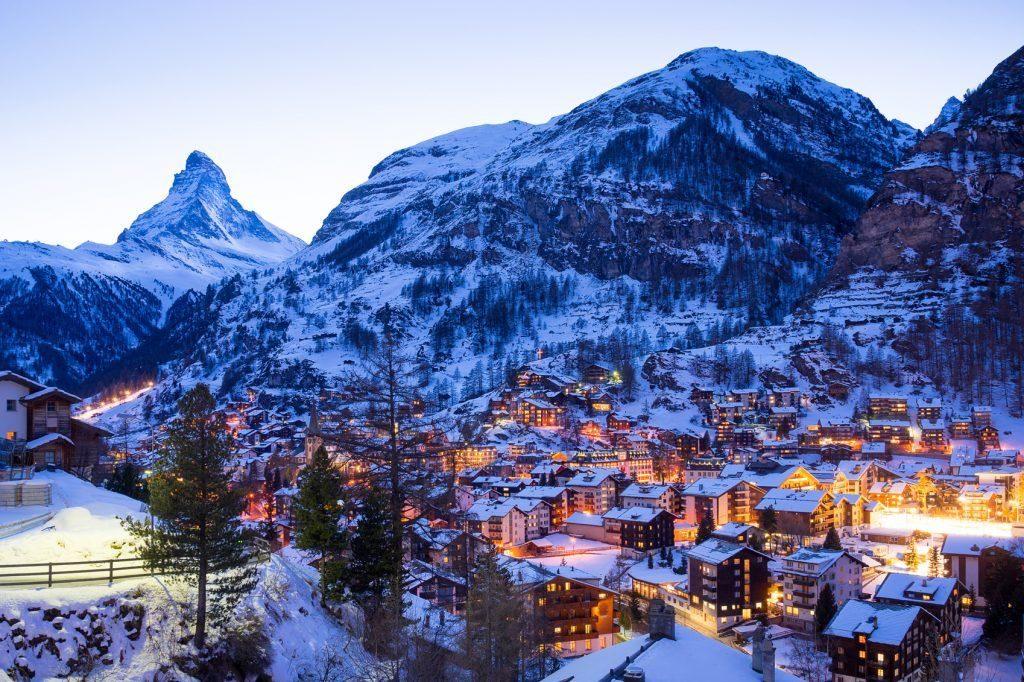 Ελβετία: 200 Βρετανοί που έκαναν διακοπές, έσπασαν την καραντίνα και διέφυγαν