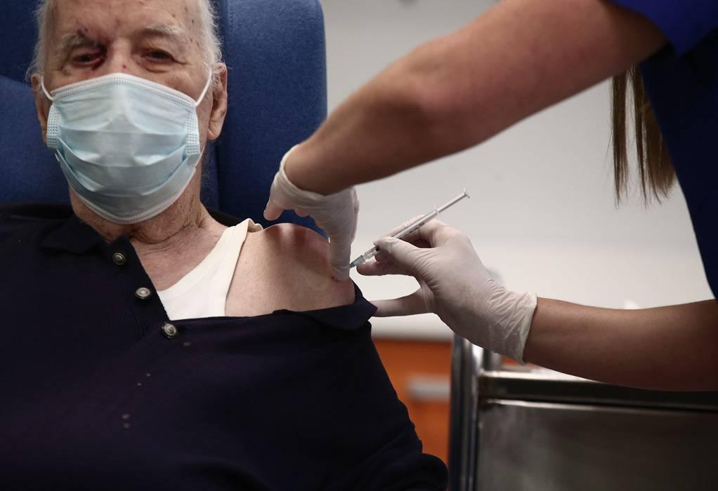 ΕΚΠΑ: Σπάνιες οι αλλεργικές αντιδράσεις στο εμβόλιο