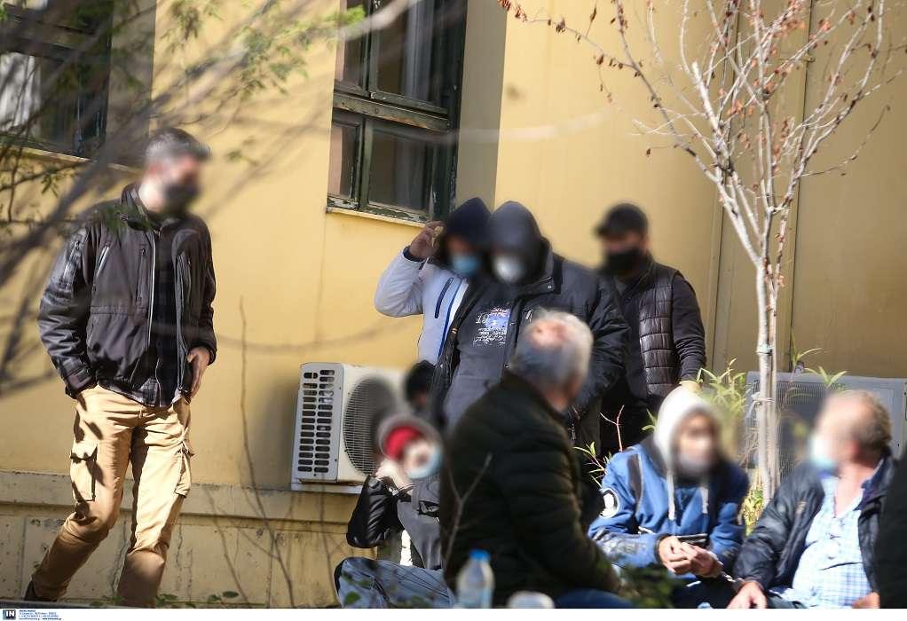 Ελεύθεροι με όρους οι δύο κατηγορούμενοι για την επίθεση στο Περιστέρι