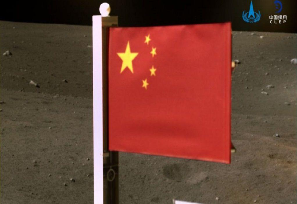 Μία δεύτερη σημαία «κυματίζει» πια στη Σελήνη