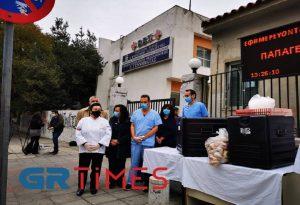 Θεσσαλονίκη: Φαγητό σε γιατρούς και νοσηλευτές πρόσφερε η Λέσχη Αρχιμαγείρων (ΦΩΤΟ+VIDEO)