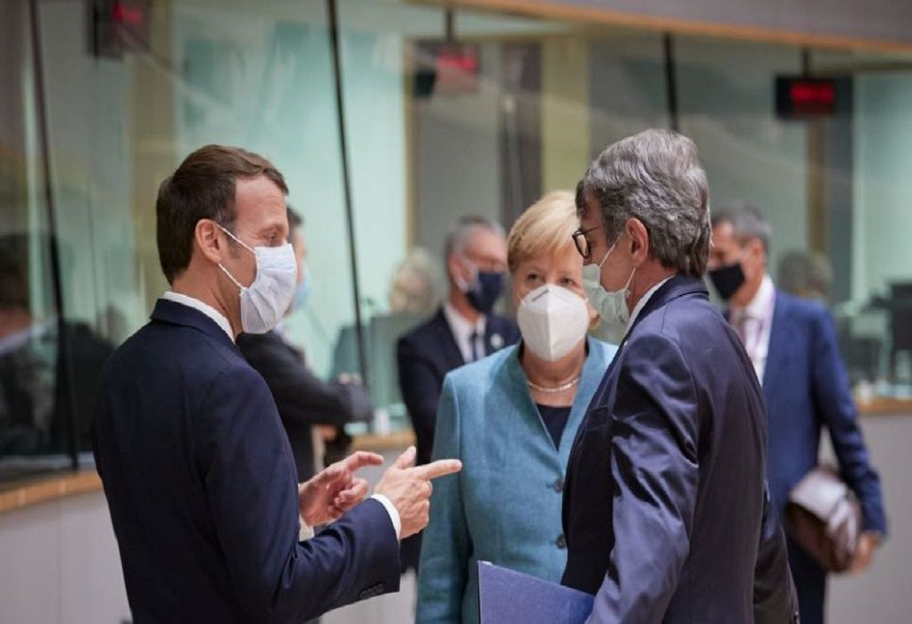 Κορωνοϊός: Επικοινωνία Παρισιού, Βερολίνου και ΕΕ για τη νέα μετάλλαξη