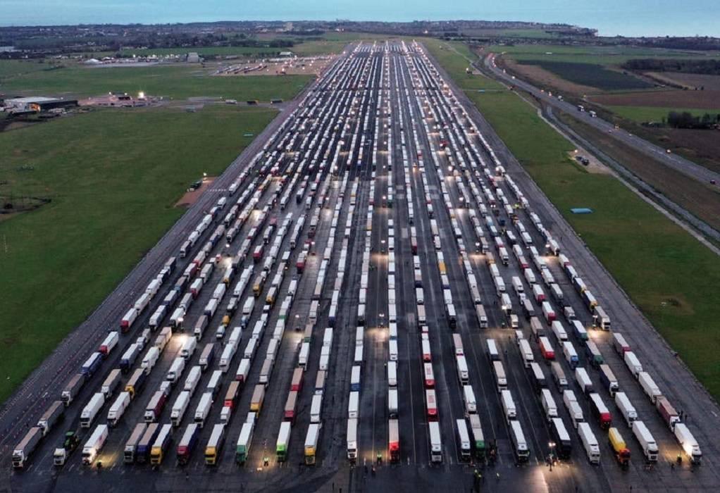 Συμφωνία Βρετανίας-Γαλλίας: Τι προβλέπει για τη διέλευση φορτηγών (VIDEO)