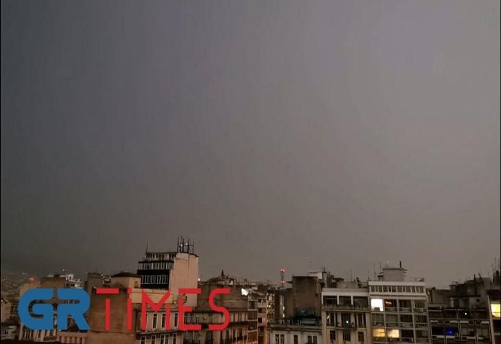 Βίντεο: Ο εντυπωσιακός βροχερός ουρανός της Θεσσαλονίκης