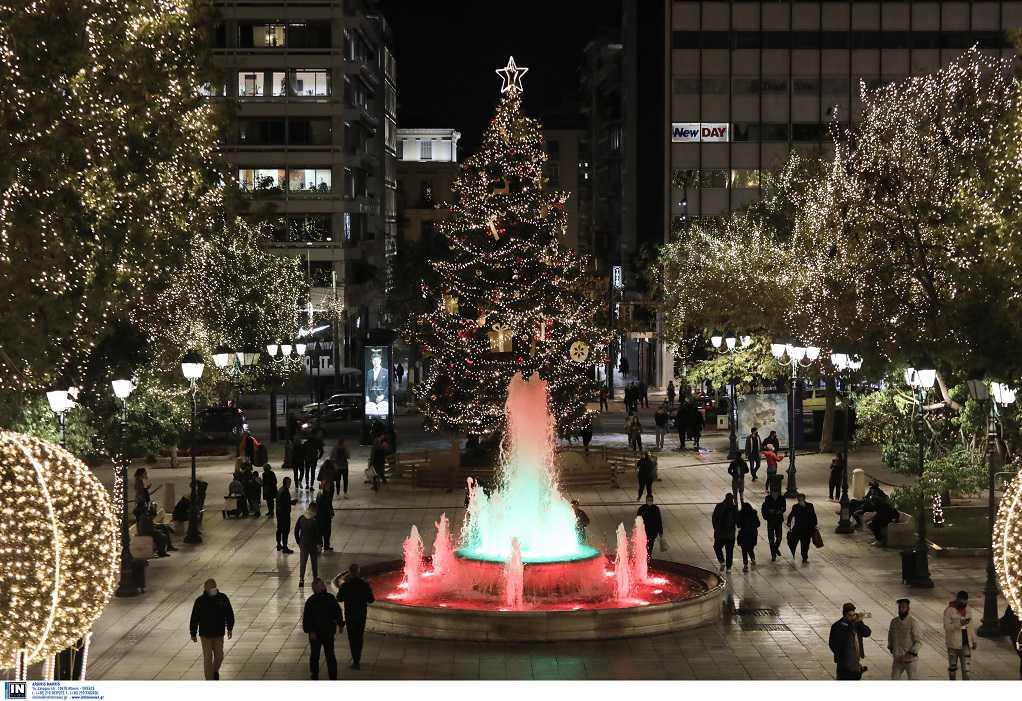 Φωταγωγήθηκε το χριστουγεννιάτικο δέντρο στην πλατεία Συντάγματος (ΦΩΤΟ-VIDEO)