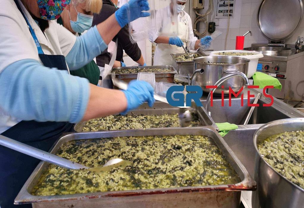 Δ. Θεσσαλονίκης: Μαγειρεύουν σε κουζίνες παιδικών σταθμών για ενίσχυση των συσσιτίων (ΦΩΤΟ +VIDEO), φωτογραφία-1