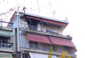 Λάρισα: Φωτιά σε διαμέρισμα με απεγκλωβισμό ενοίκου από το μπαλκόνι