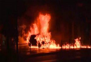 Στις φλόγες αυτοκίνητο τα ξημερώματα στο Κουκάκι (VIDEO)