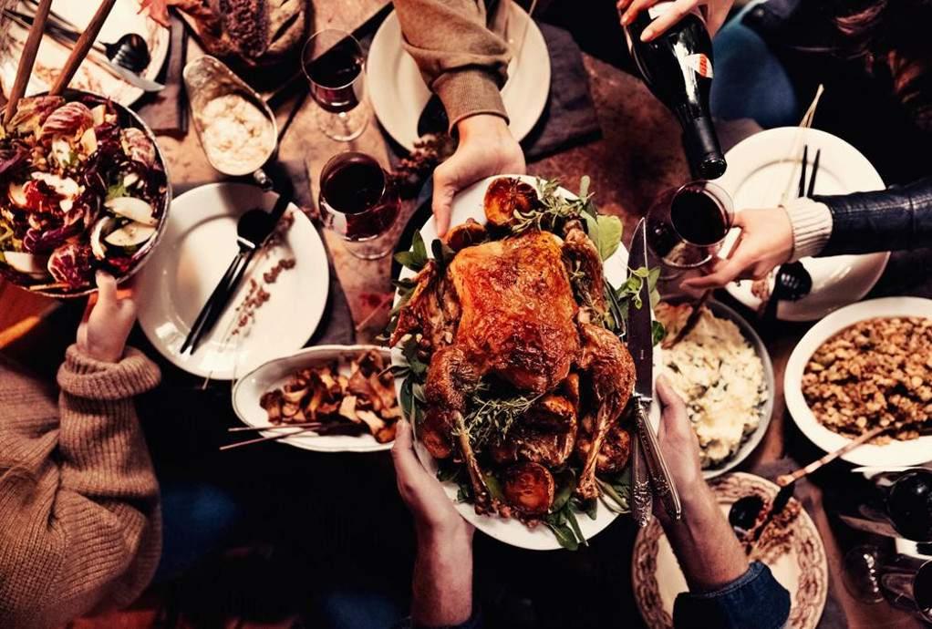 Γύρω από το τραπέζι μάζεψε την ελληνική οικογένεια η πανδημία του κορωνοϊού