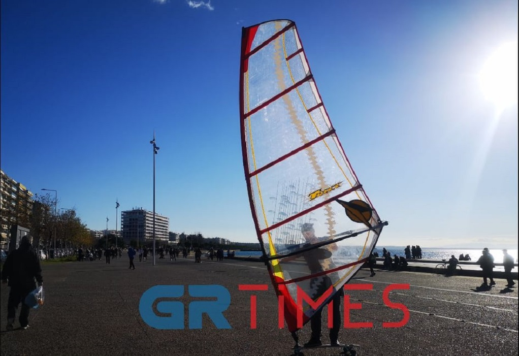 Wind Skate: Δαμάζοντας τον άνεμο στο πλακόστρωτο της Ν. Παραλίας (ΦΩΤΟ-VIDEO)