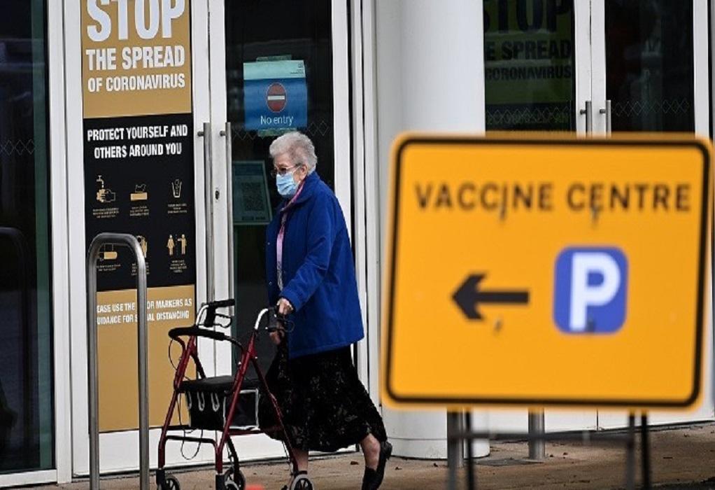 Επτά κέντρα μαζικού εμβολιασμού άνοιξαν στην Αγγλία