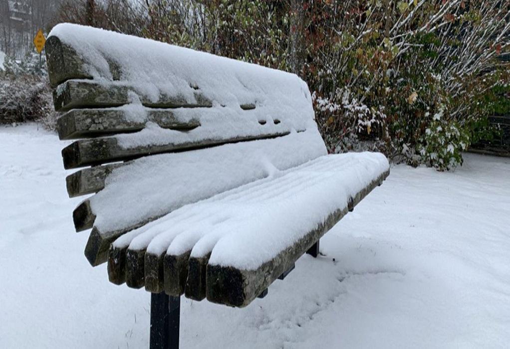 """Κακοκαιρία """"Λέανδρος"""": Χιονίζει στα βόρεια προάστια της Αττικής"""