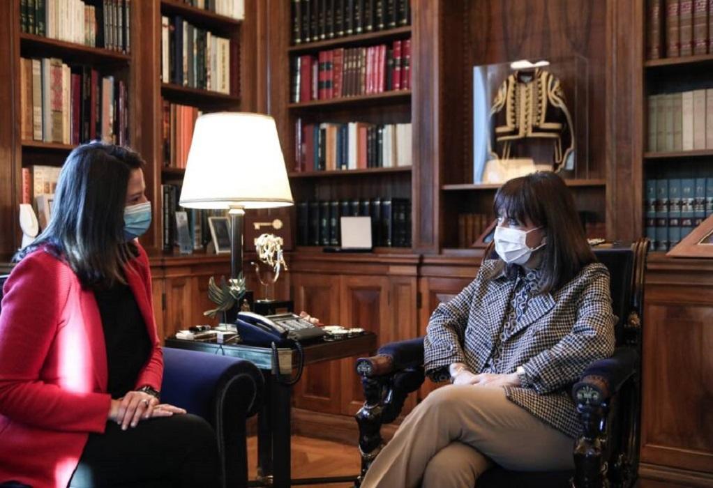 Επίσκεψη της Κεραμέως στην Πρόεδρο της Δημοκρατίας
