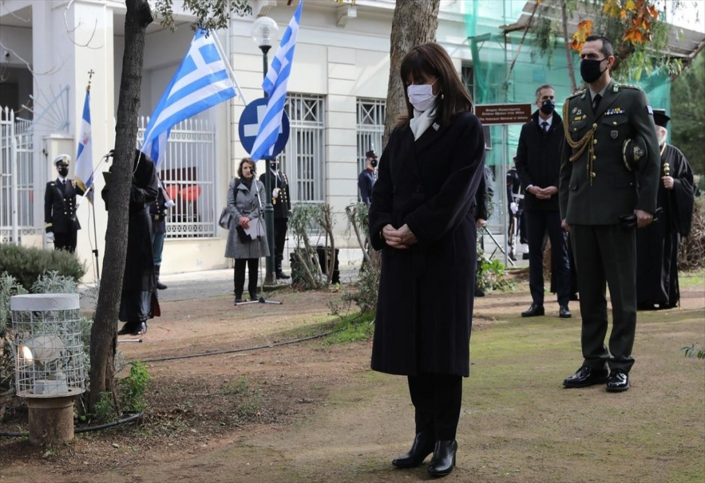 Σακελλαροπούλου: Το Ολοκαύτωμα μας αφορά όλους, όχι μόνο τον εβραϊκό λαό