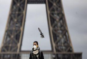 Γαλλία: Η κυβέρνηση θα εξετάσει lockdown τριών εβδομάδων στο Παρίσι