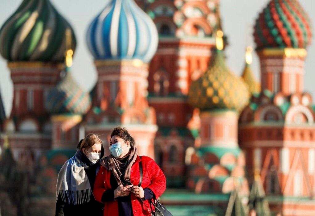 Μειώθηκαν 30% οι μολύνσεις από κορωνοϊό στη Ρωσία