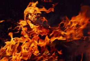 Θεσ/νίκη: Φωτιά στον οικισμό Ρομά «Αγία Σοφία»