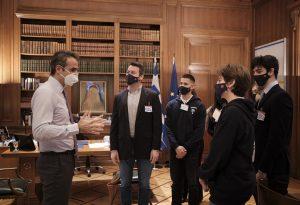 Ο πρωθυπουργός συνεχάρη μαθητές-χρυσούς Ολυμπιονίκες της Ρομποτικής