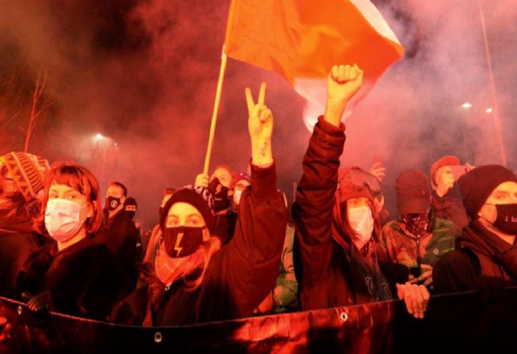 Πολωνία: Συνεχίζονται οι διαδηλώσεις κατά της απαγόρευσης των αμβλώσεων
