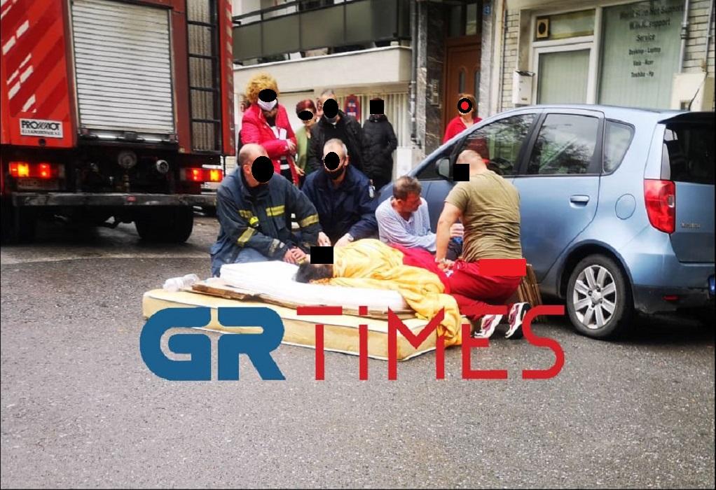 Διάσωση γυναίκας που κρεμόταν από μπαλκόνι (ΦΩΤΟ-VIDEO)