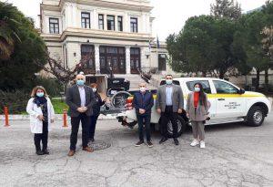 """Δ. Θεσσαλονίκης: Παρέδωσε στο """"Ιπποκράτειο"""" αμαξίδιο που προήλθε από τη δράση συλλογής πλαστικών καπακιών"""
