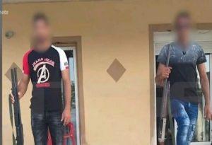 Δυτική Αττική: Ανήλικοι πιστολέρο φωτογραφίζονται με βαρύ οπλισμό