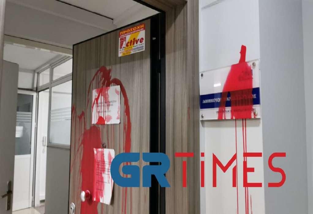 Επίθεση με μπογιές και τρικάκια στο γραφείο του Δ. Βαρτζόπουλου (ΦΩΤΟ-VIDEO)