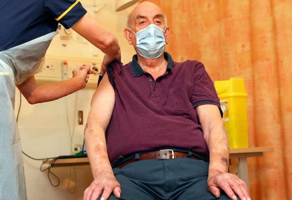 Βρετανία: Ένας 82χρονος ο πρώτος που έλαβε το εμβόλιο της AstraZeneca
