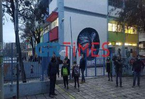 Θεσσαλονίκη: Γονείς στα… «κάγκελα» για τον τρόπο που άνοιξαν τα σχολεία