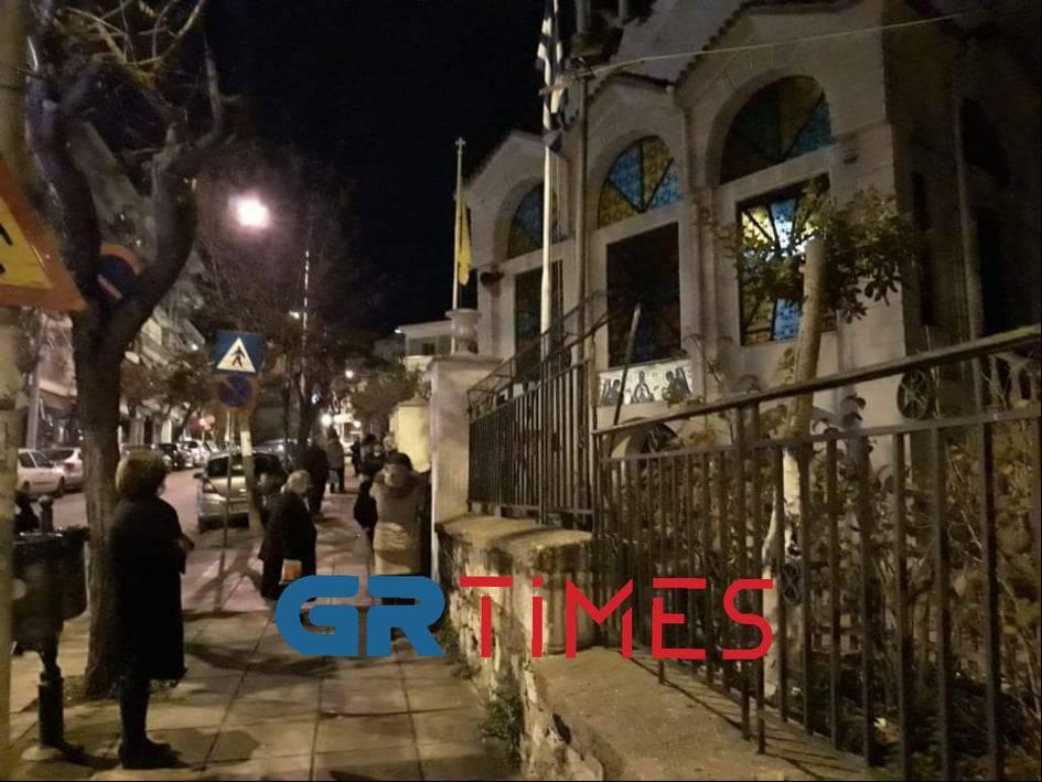 Θεσσαλονίκη: Από τα ξημερώματα στις εκκλησίες για τον αγιασμό, φωτογραφία-3