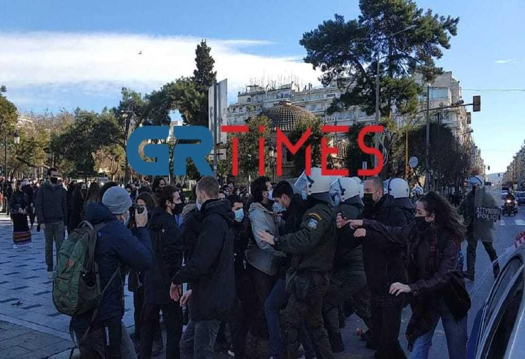 Ένταση με φοιτητές και ΜΑΤ στην Αριστοτέλους (ΦΩΤΟ-VIDEO)
