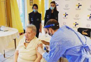Άρχισαν οι εμβολιασμοί στα γηροκομεία