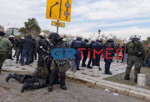Θεσ/νίκη: Ένταση στην φοιτητική διαμαρτυρία – Χημικά και προσαγωγές (ΦΩΤΟ-VIDEO)