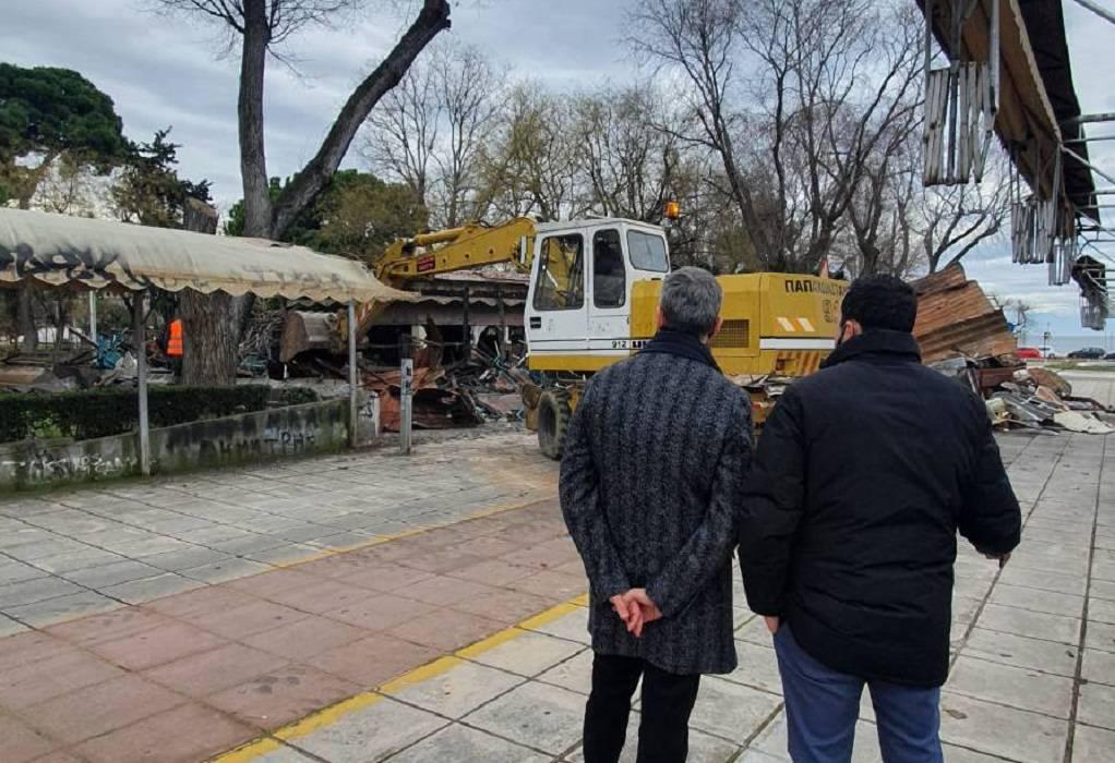 Δ. Θεσ/νίκης: Κατεδαφίστηκε το αναψυκτήριο στο πάρκο Ξαρχάκου