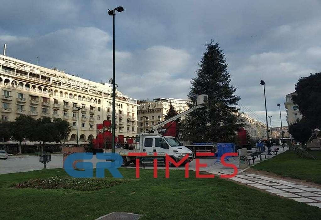 Θεσσαλονίκη: Ξεστολίζεται η πλατεία Αριστοτέλους (ΦΩΤΟ)