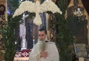 Ιερέας κοινώνησε ασθενείς με κορωνοϊό και άλλους 700 με την ίδια λαβίδα