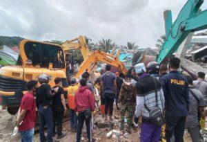 Σεισμός στην Ινδονησία: Κατέρρευσε νοσοκομείο – Τουλάχιστον 35 οι νεκροί
