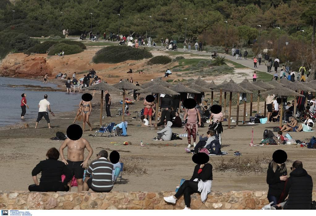 Θέμα στο Reuters η κοσμοσυρροή των Ελλήνων σε παραλίες