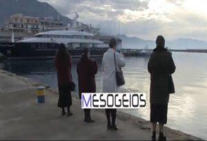 Πιστές …άγιασαν μόνες τους τα νερά στην Καλαμάτα (VIDEO)