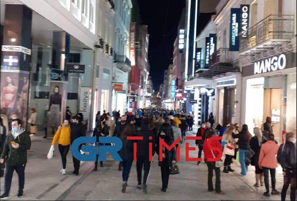 Αθήνα: Ψώνια σαν… να μην υπάρχει αύριο (ΦΩΤΟ)