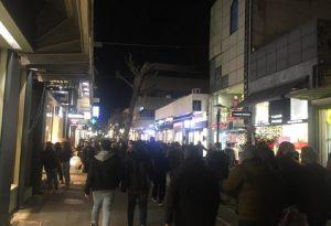Εικόνες προ πανδημίας θυμίζει σήμερα η αγορά της Λάρισας (ΦΩΤΟ)