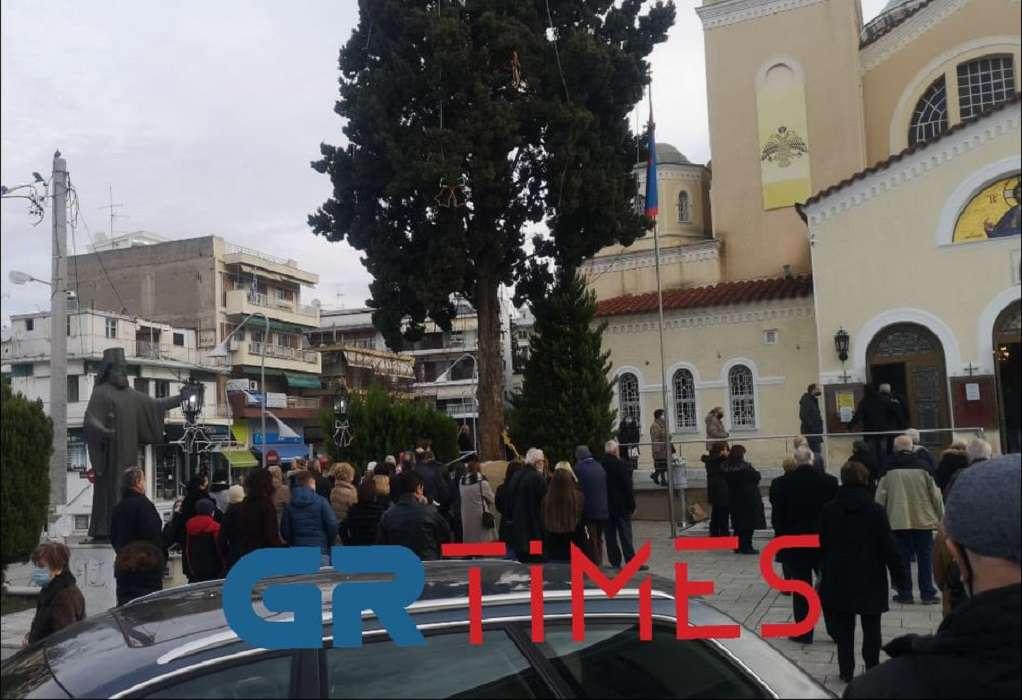 Θεοφάνεια: Κοσμοσυρροή στη Μητρόπολη Καλαμαριάς (ΦΩΤΟ-VIDEO)