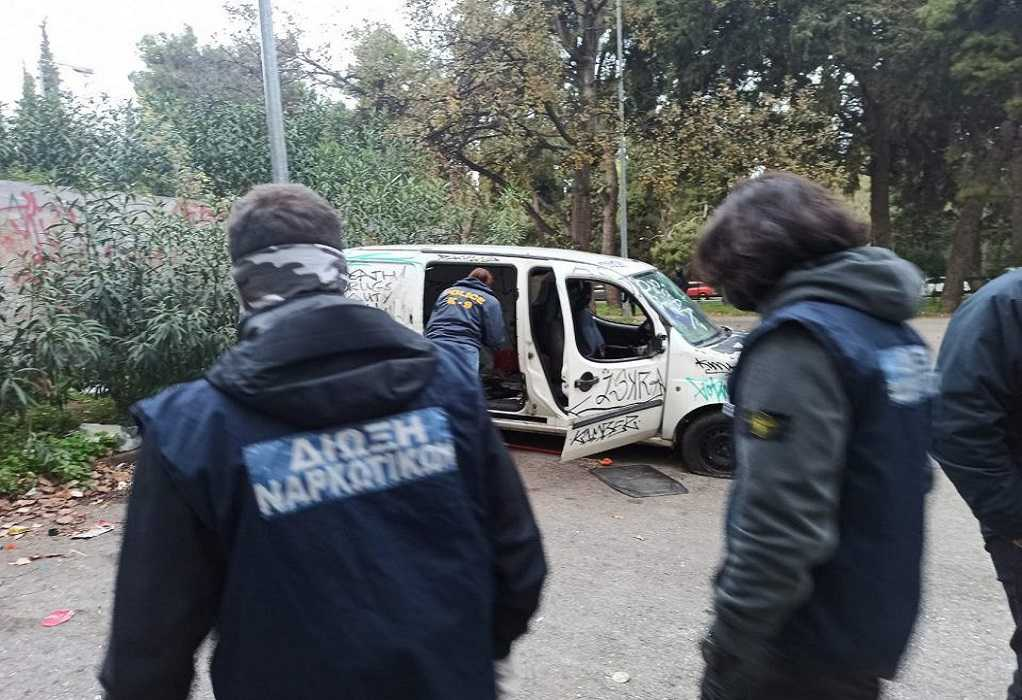 Πανεπιστημιούπολη Ζωγράφου: Έκρυβαν ναρκωτικά σε δέντρα – 5 συλλήψεις