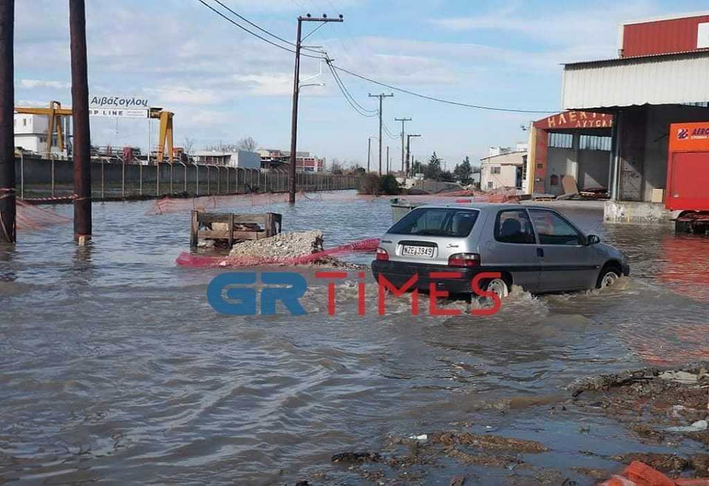Θεσσαλονίκη: Πλημμύρισαν δρόμοι στη Λαχαναγορά (ΦΩΤΟ+VIDEO), φωτογραφία-3