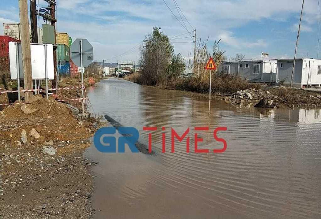 Θεσσαλονίκη: Πλημμύρισαν δρόμοι στη Λαχαναγορά (ΦΩΤΟ+VIDEO)