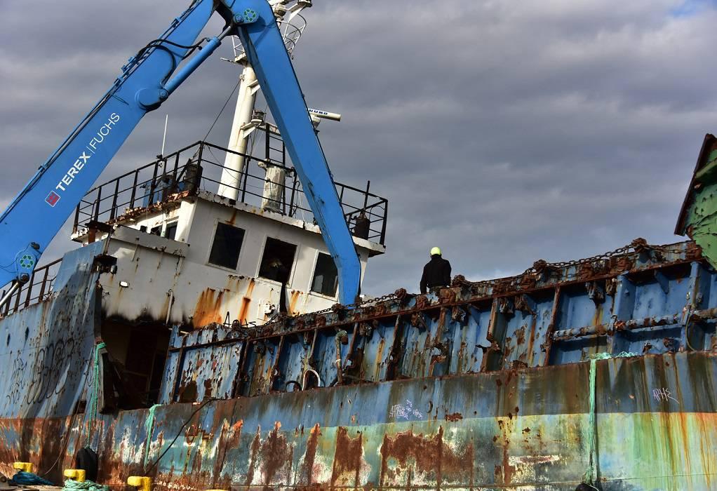 Ν. Μουδανιά: Ξεκίνησε η διάλυση για το πλοίο «Ελίζαμπεθ» (ΦΩΤΟ)